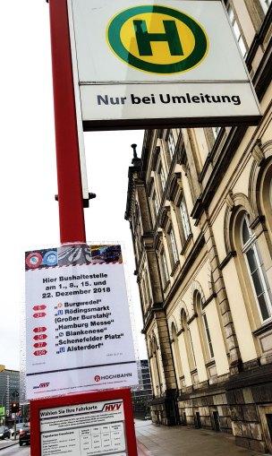 Ersatzhaltestelle hinter dem Museum für Kunst und Gewerbe.