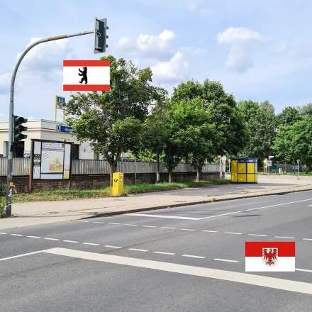 Die Straße trennt Berlin von Brandenburg.
