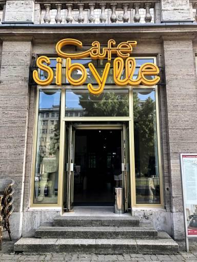 Berlin U5 Café Sybille