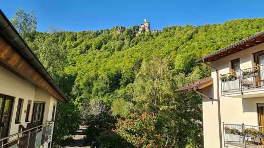 Blick vom Hotel Rössle auf Schloss Lichtenstein