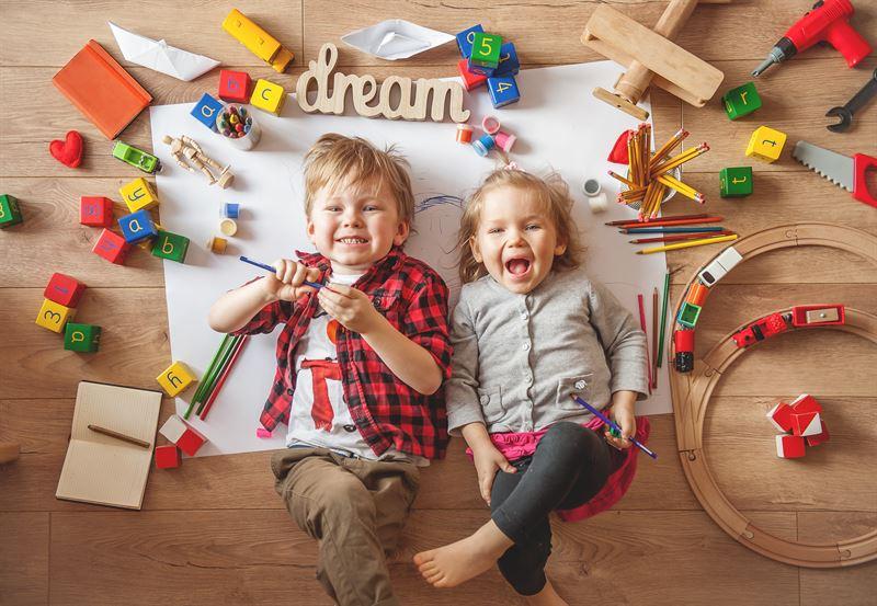 dzieci i ich zabawki