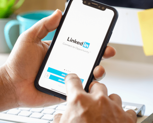 11 LinkedIn Experts Share Their Best Unusual LinkedIn Marketing Hack