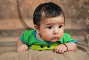 Beitrag behindernde Glaubenssätze neugierig schauendes Baby