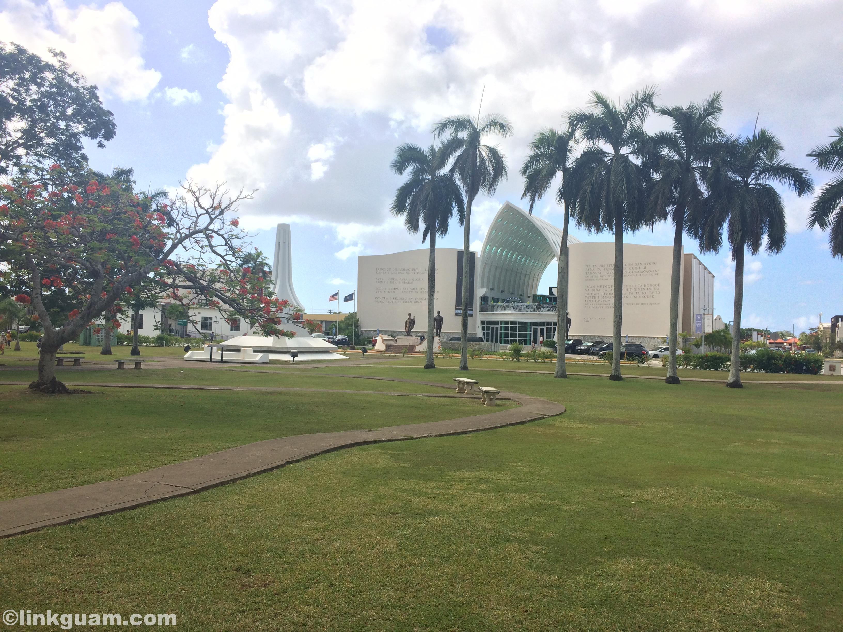 グアム 観光 ハガニア スペイン広場