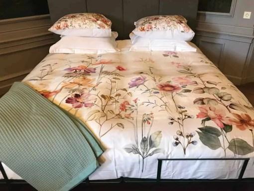 satijnen-dekbedovertrek-fiori-dommelin-luxe-satijn-beddengoed-romantisch-bloemen-flowers-zijde-luxe-kwaliteit
