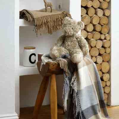 beschermdeken op stoel of bank in burberry print
