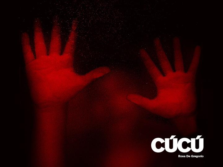 due mani rosse di Rosa di Gregorio