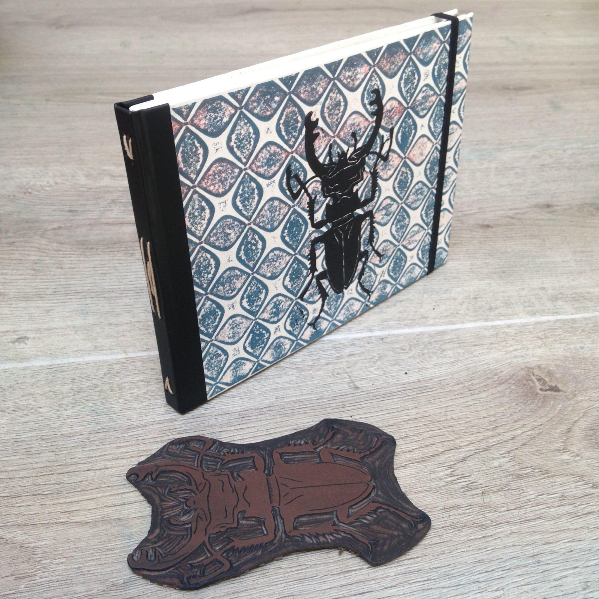 LinoLino | Linogravure et créations à partir d'impressions artisanales | Chambéry, France | Impression originale illustration insecte azulejos carnet precieux reliure bookbinding