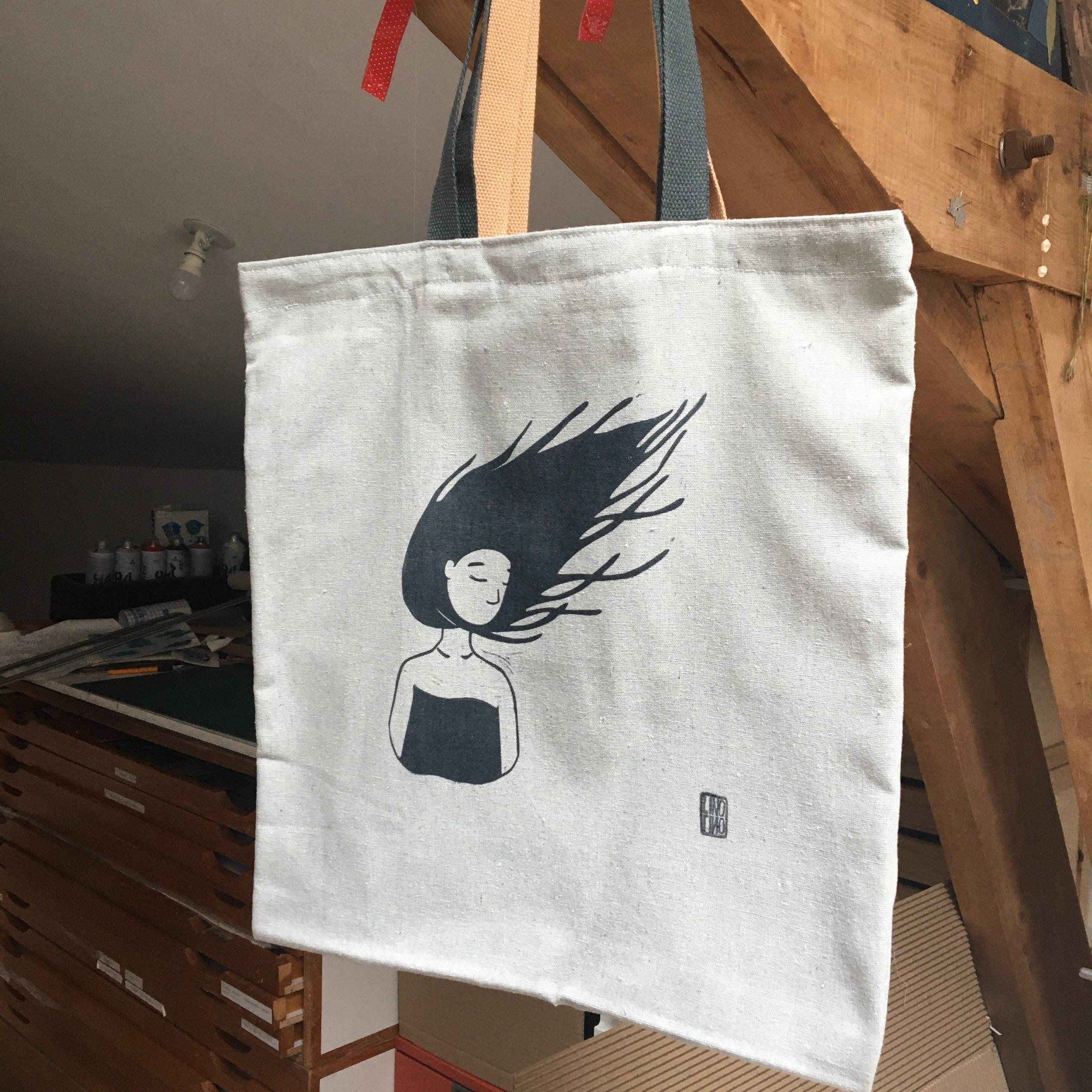 LinoLino | Linogravure et créations à partir d'impressions artisanales | Chambéry, France | Sac Cheveux au vent