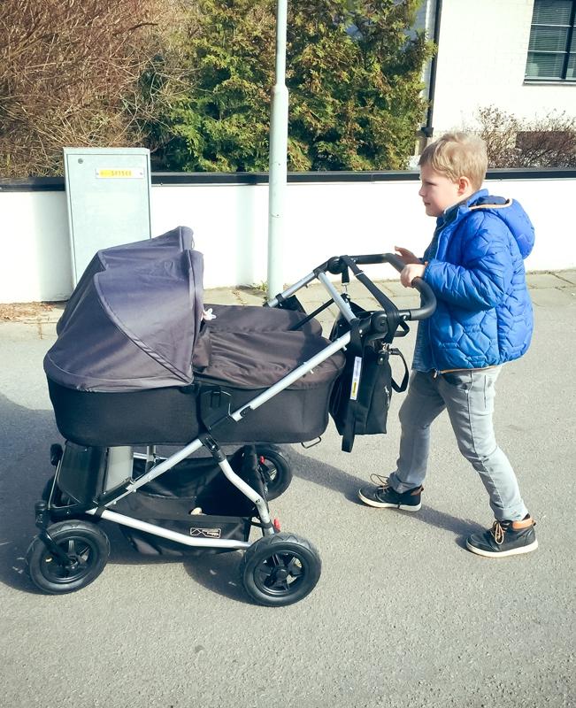 Storebror på barnvagnspremiär