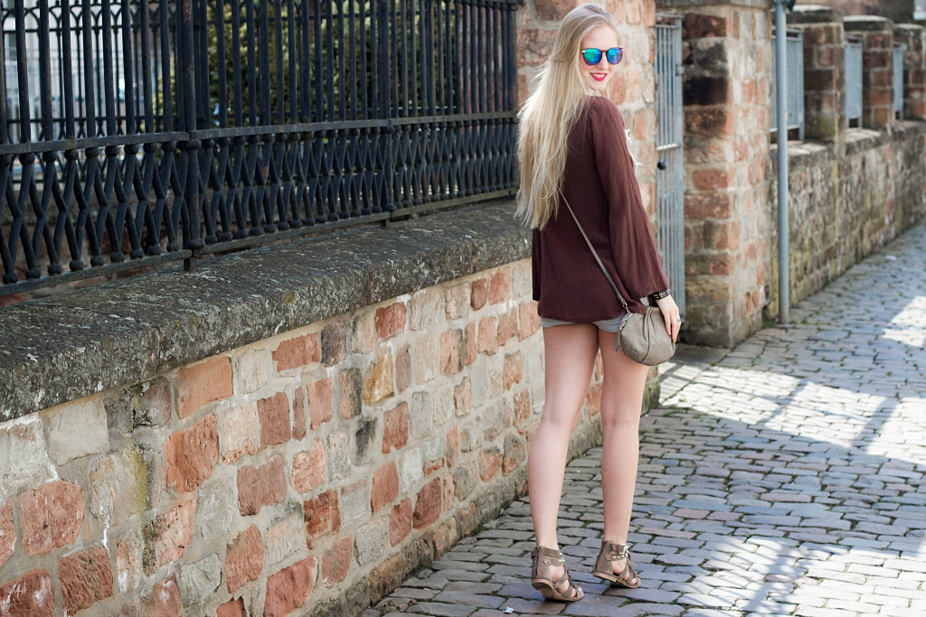 festival look, outfit, boho, gipsy, fransen, sonnenbrille
