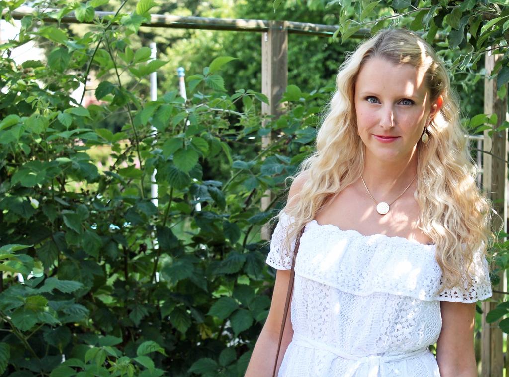 Weißes Off Shoulder Kleid 04