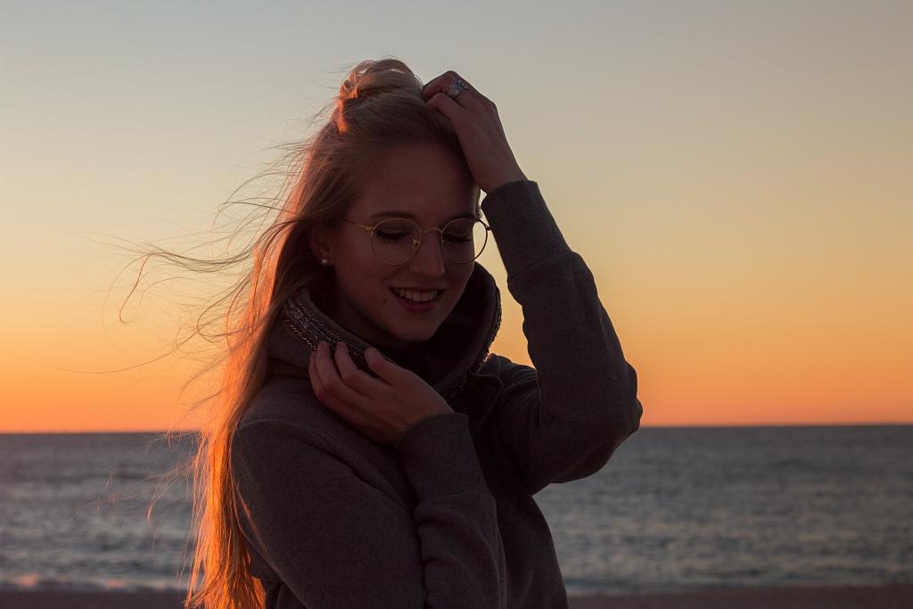 Life Update, Persönliches, Sylt, Strandkorb, Urlaubsbilder, Strand, Sylt Bilder, Fotoshooting, Photography, Sonnenuntergang, rotes Kliff, Mädchen, Mididress, Kleid, Blogger