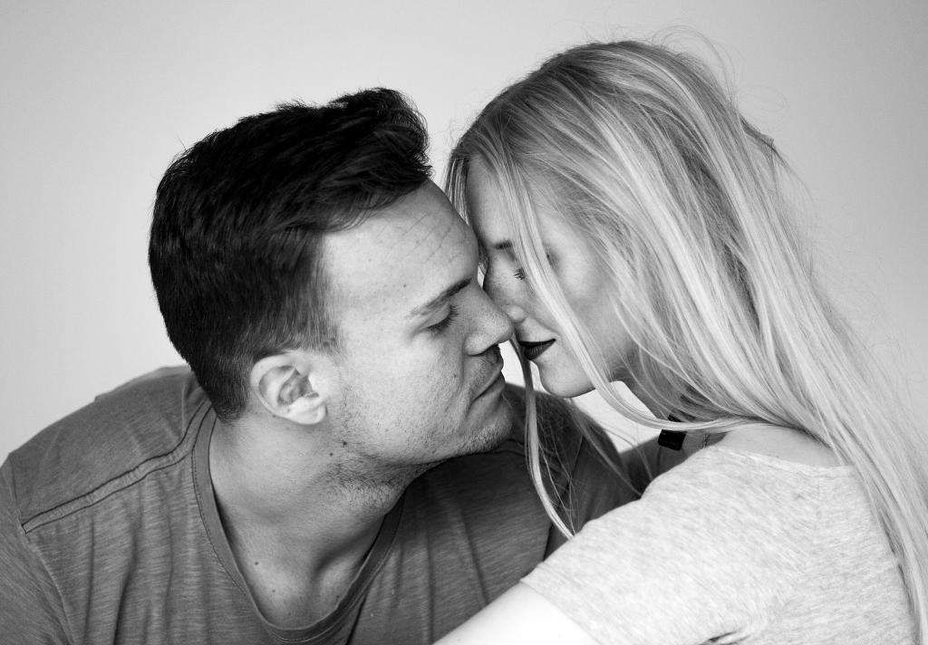 Gegensätze ziehen sich an, Paar, Beziehung, Sprichwort, Liebe, Kolumne, Couple, Liebeserklärung, schwarz-weiß, Freund, Gegensätze, Unterschiede