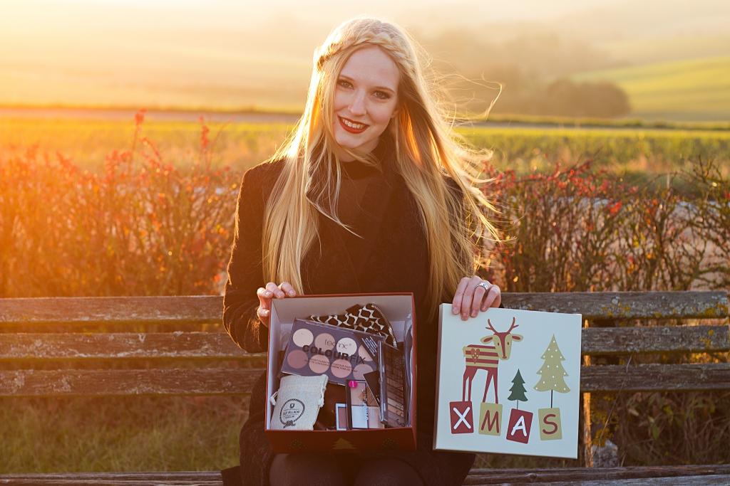 zweites Adventsgewinnspiel, Advent, Gewinnspiel, Verlosung, Giveaway, win, Geschenk, Weihnachtszeit, Adventskalender, Paket, Schminke, Schmuck
