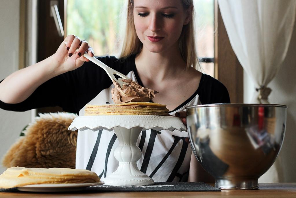 Sophie, Linsenspiel, Mousse au Chocolat, Crêpe-Torte, Torte, Crêpes, Crepes, Nachtisch, Dessert, Schokomousse, Blaubeeren, Sünde, Pfannkuchen