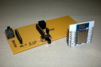 ESP8366 a kivehető csatlakozással, csak cserélni kell a lapkákat