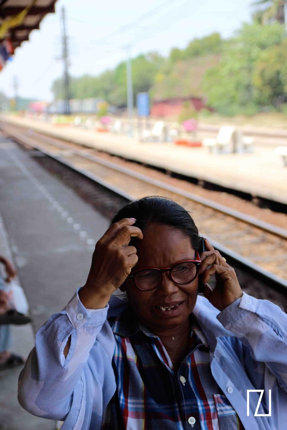 Madame au téléphone