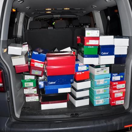 Greizer Händlerin spendet 100 Paar Schuhe für Brest