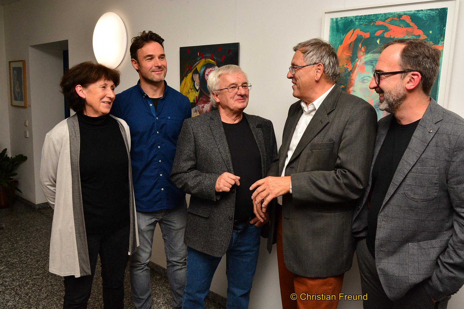 Foto von links: Sabine, Ekkehard und Reiner Tischendorf mit Volkmar Schneider und Lions Club Mitglied Christian Tischendorf in der Ausstellung.