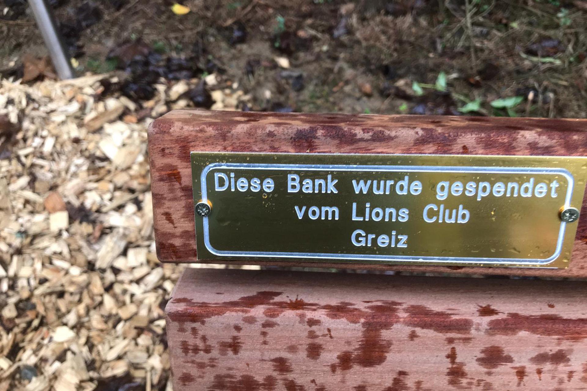 Eine Bank für den Promenadenweg in Zeulenroda spendete der Greizer Lions Club im Wert von 500 Euro. Er führt vom Bio Seehotel bis zum Strandbad und wird von Fußgängern und Radfahrern gern genutzt.