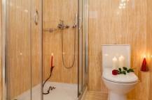 Cranberry-Suite 2-Shower-Pelion Hotel