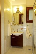 BATHROOM-PILIO HOTEL