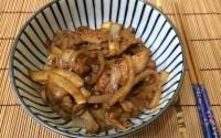 豚肉生姜燒丼 (豚肉の生姜焼き丼)