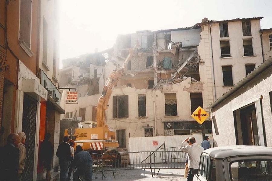 Chantier de démolition à Dignes - été 1992