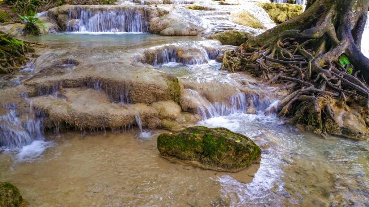 kuang si waterfall luang prabang-149_1280x720