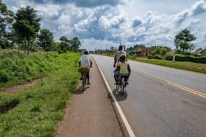 Oameni de urmărit: vloggerul Backpack your life și Bogdan care traverseaza Africa pe bicicletă