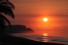 Vlog de călătorie din El Salvador. Festivalul gastronomic și plajă cu nisip negru