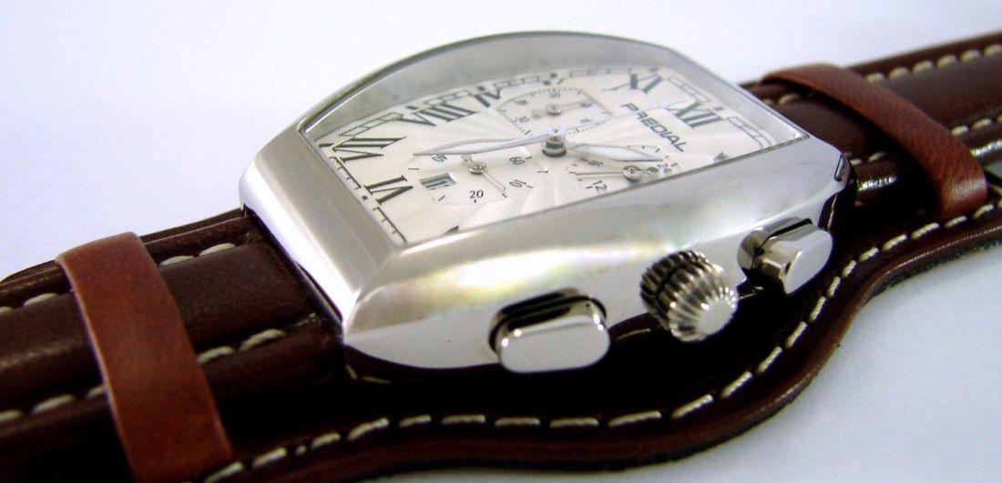 PREDIAL Tonneau Chronograph weiß mit braunem Unterlagenband