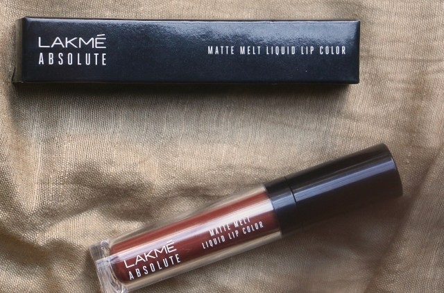 Lakme Absolute Matte Melt Liquid Lip Color | Crushed Caramel | Review and Swatches