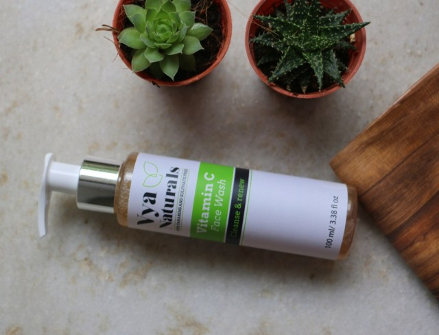 Top 5 Face Washes for Oily Skin in India - vya naturals