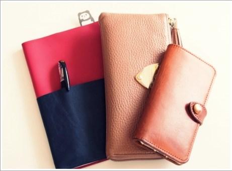 財布、スマホ