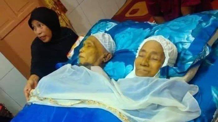 Hasil gambar untuk Pasangan Suami Istri Kakek Nenek ini Meninggal Dalam Waktu yang Bersamaan, Cintanya Sehidup Semati