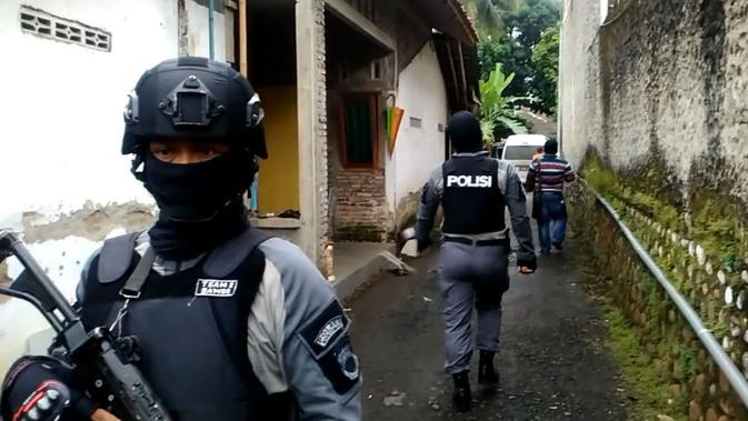 Operasi Senyap Densus 88 Menangkap Terduga Teroris di Cilacap - Regional Liputan6.com