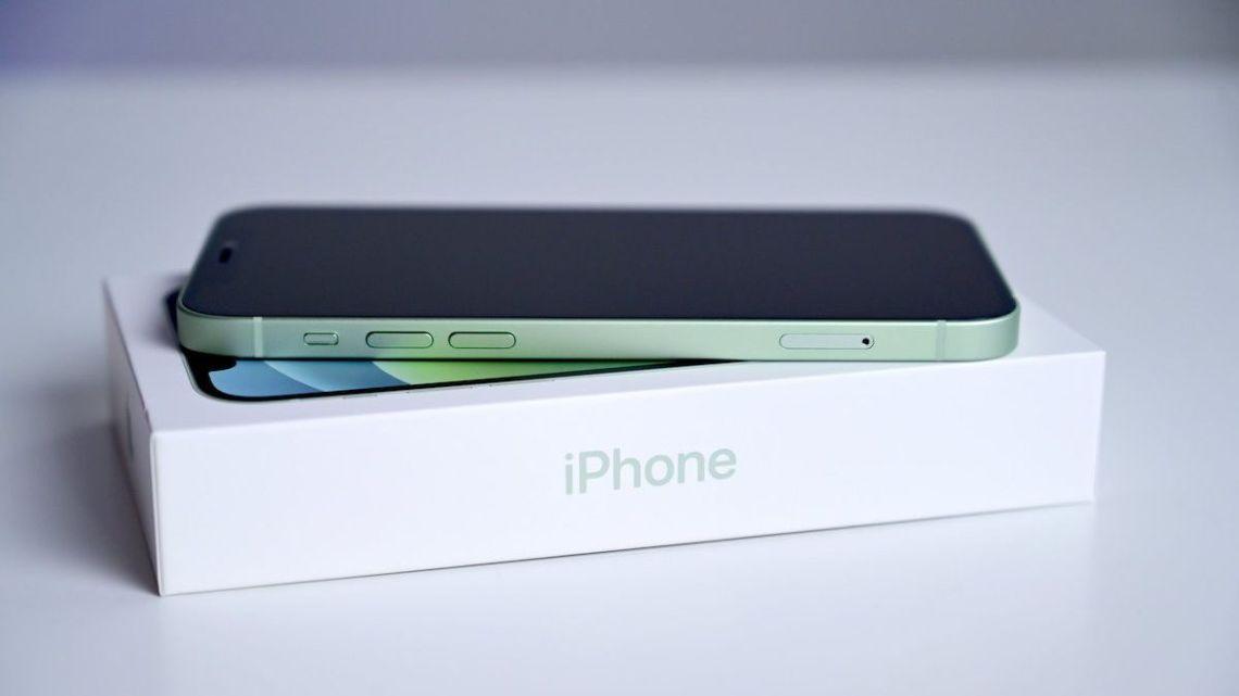 Apple Dituntut Sertakan Adaptor Pengisi Daya Pada iPhone 12