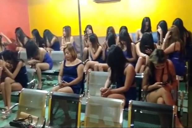 Puluhan Wanita Seksi Tak Berkutik Saat Diskotik Tempatnya Bekerja Digerebek