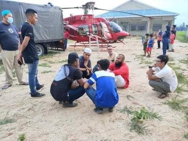 Dulu Susah, Mantan Pemulung Ajak Warga Kampung Naik Heli Usai Jadi Pengusaha (2)