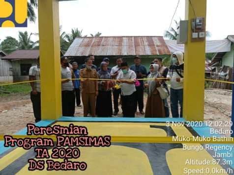 Serah Terima Aset dan Pengelolaan Program Pamsimas Dusun Bedaro ini dihadiri langsung oleh Datuk Rio Ds Bedaro, Ketua Pakem Sastra Asnawi, S.E., M.Si, Ketua DPMU Yeni Deriyanti, S.T, Kasi Air Bersih Dinas PUPR Syapri Effendi, S.T, DC Program Pamsimas, Tim Fasilitator, KKM dan Satlak serta masyarakat Dusun Bedaro.