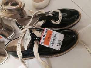 c330a092 Visita tu sucursal Zara favorita y busca tu calzado favorito con hasta un  60% de descuento. Encontrarás una gran variedad de modelos y tallas.