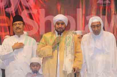 Senandung Habib Syech di Malam Mendung