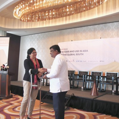 image of Helani Galpaya, CEO of LIRNEasia presenting the AfterAccess report to Sri Lanka's Minister of ICT and digital infrastructure, Hon. Ajith P. Perera in Colombo on 22.05.2019