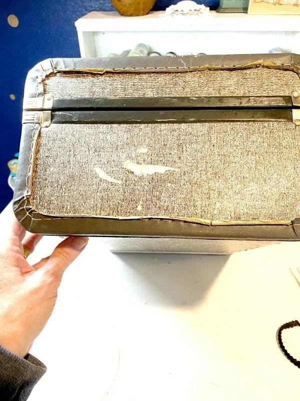 suitcase end