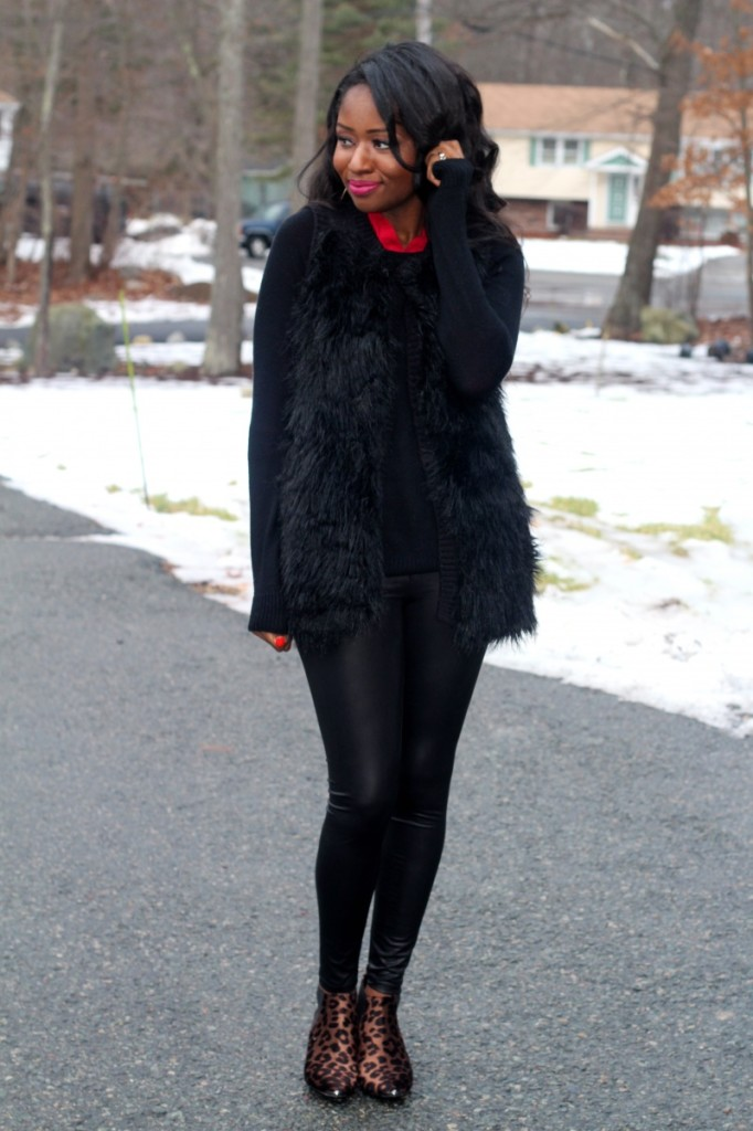 what-to-wear-with-black-fur-vest