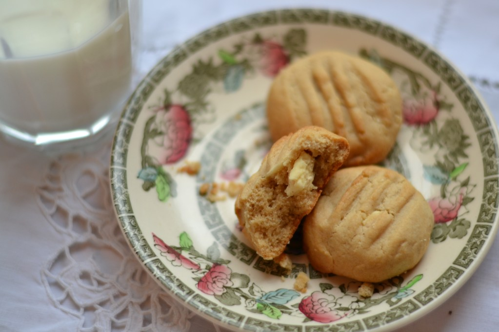 Lisa Bakes: White Chocolate Chunk & Macadamia Cookies
