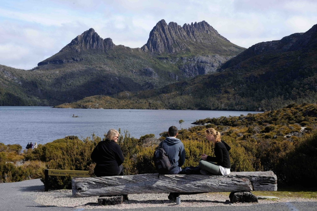 Hiking in Cradle Mountain Tasmania