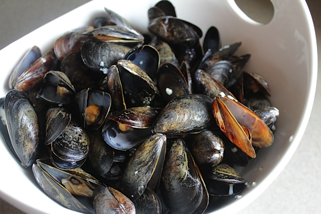 Steamed Mussels in White Wine and Garlic